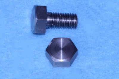 01) 1/4 Cycle x 1/2'' Bolt Stainless Steel HC14012