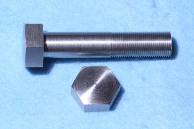 07) 1/2 Cycle X 2-1/2'' Stainless Bolt Domed 26 tpi HC12212D
