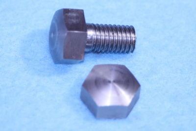 01) 1/4 Cycle x 1/2'' Bolt Domed Stainless Steel 26tpi HC14012D