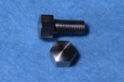 01) 1/4 Cycle Bolt x 1/2'' Stainless Domed 26tpi 0.375'' A/F HC14012DS