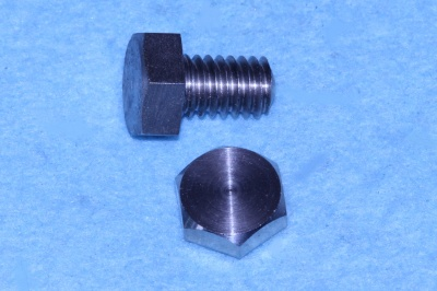 01) 5/16 UNC Bolt x 1/2'' Stainless HUC516012