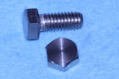 02) 5/16 UNC Bolt x 3/4'' Stainless HUC516034