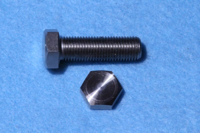 03) 3/8 UNF Bolt x 1-1/4'' Stainless HUF38114