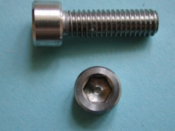 02) 5/16'' Unc X 1'' Stainless Socket Cap Screw SUC516100